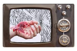 rozbitá televizní obrazovka s rukou